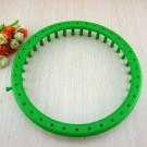 """นิตติ้งลูม วงกลม พลาสติก 36 หมุด (สีเขียว) (เส้นผ่านศูนย์กลาง 9.5"""" = 24cm.) สำหรับหมวกผู้ใหญ่(ถ้าใช้ไหมเส้นใหญ่แบบอุด้ง) / หมวกผู้หญิงและวัยรุ่น(ถ้าใช้ไหมเส้นเล็กทั่วไป)  (เฉพาะลูม)"""